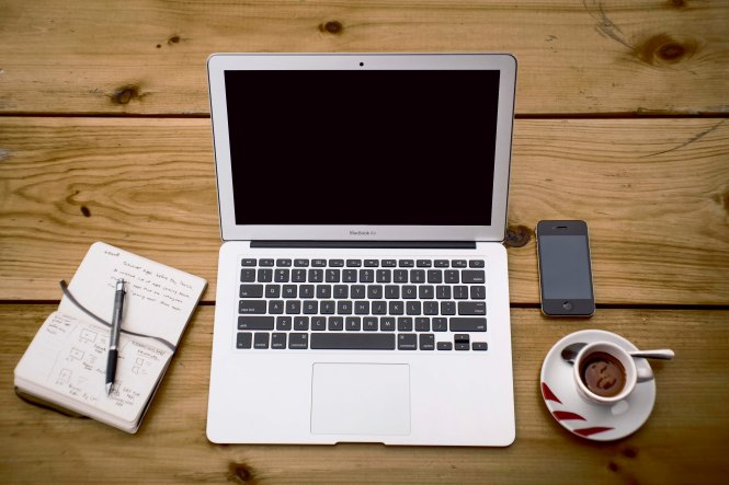 coffee-iphone-macbook-air